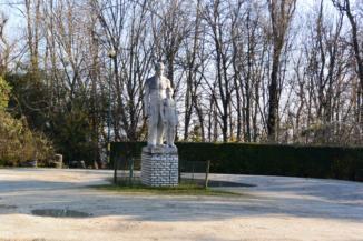 szobor a Szépjuhásznénál