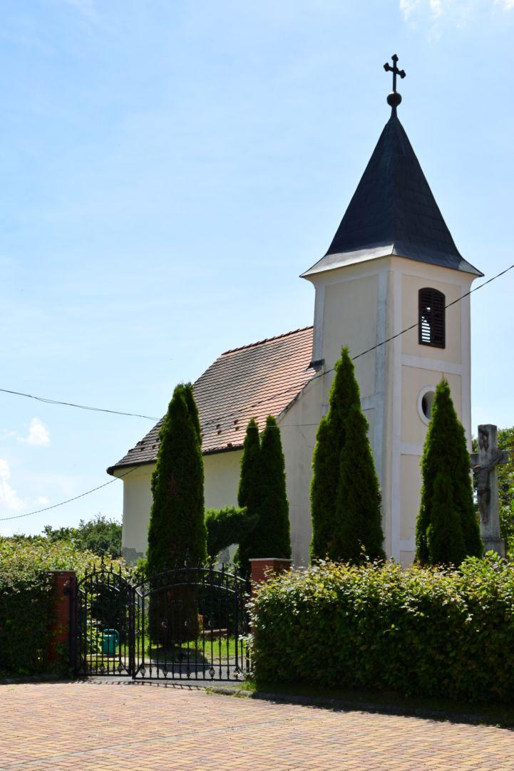 Szent Mária Magdolna-temetőkápolna Gosztolán