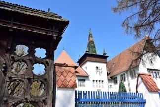 Székely nemzeti múzeum, a székelykapu díszítése azt jelzi, hogy ez a kapu egy hatökrös gazdáé volt
