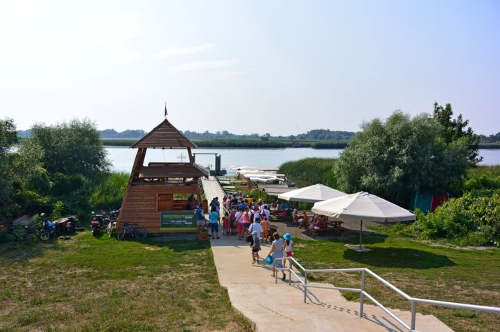 Tisza-tavi Ökocentrum kikötője