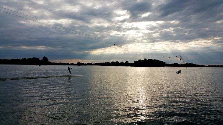 leveleki wakeboard pálya - szembe a nappal