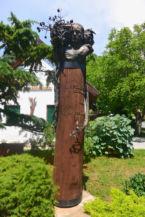 az arborétum-alapító Folly Gyula emlékoszlopa