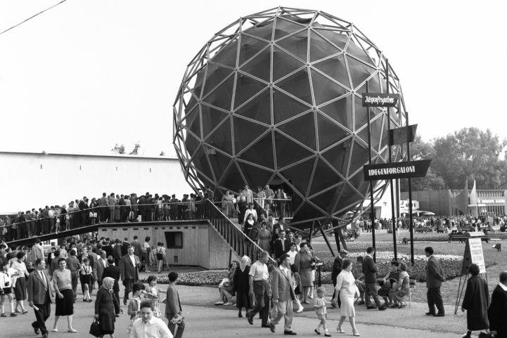 A Balatonboglári Gömbkilátó eredetileg a Budapesti Nemzetközi vásár belföldi idegenforgalom pavilonja volt (1963)