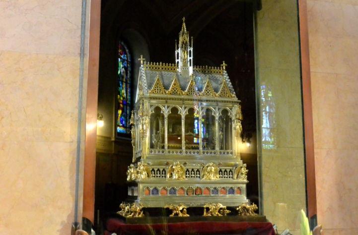 a Szent Jobb ereklyetartója a Bazilikában