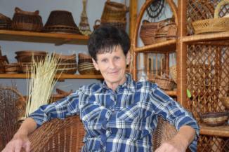 Dulics Margit kézműves, kosárfonó