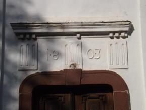 évszám a Szent Jakab-templom falán