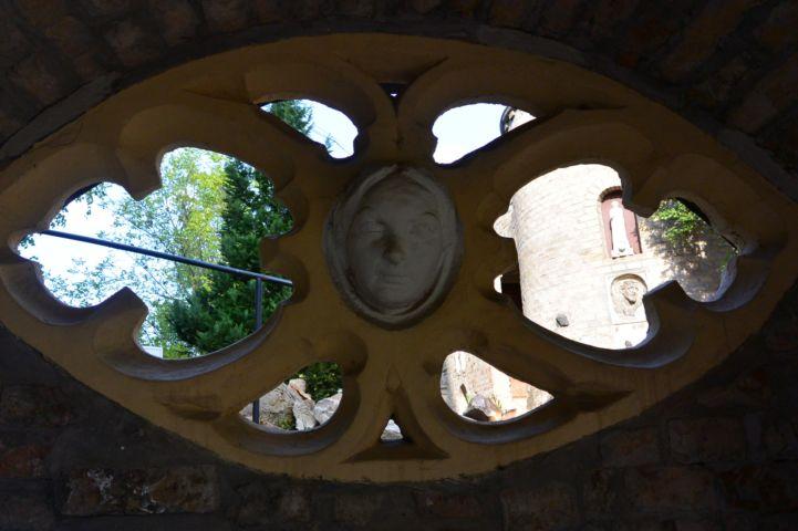 díszes ablak a Bory-váron