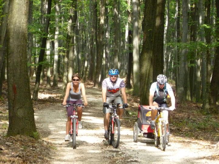 kerékpártúrázó család