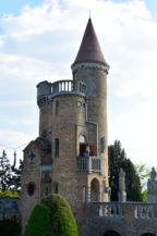 a Bory-vár egyik égbe nyúló tornya