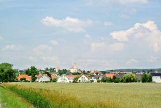 a város látképe a távolból