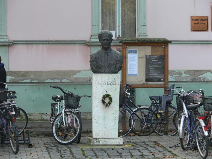 Németh László-szobor