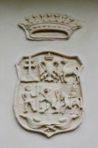 Mikes-kastély - régi lovasudvar, családi címer