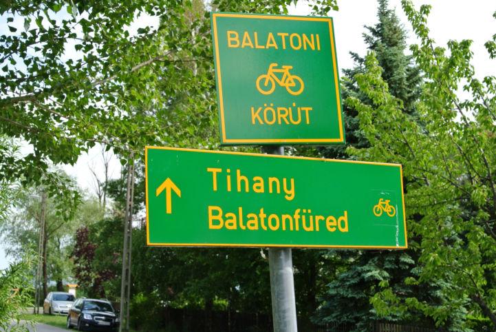 Balatoni bringakörút táblája
