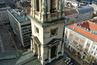 órák a bazilika egyik tornyán