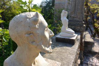 Faun szobor és Vágyakozás szobor a Bory-vár kertjében