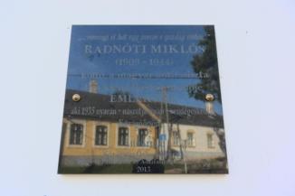 Radnóti Miklós emléktábla