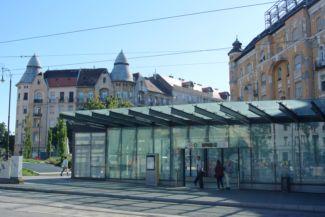 a 4-es metró egyik lejárója a Móricz Zsigmond körtéren