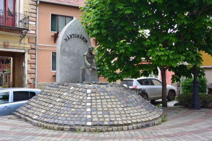Márton Áron szobra