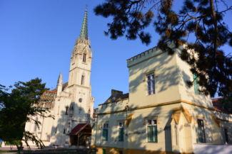 a Redl-kastély és a Szent Anna-templom