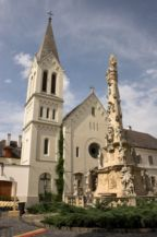 Szentháromság-szobor a Szent Mihály-székesegyház előtt