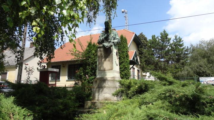 Vajda János szobor