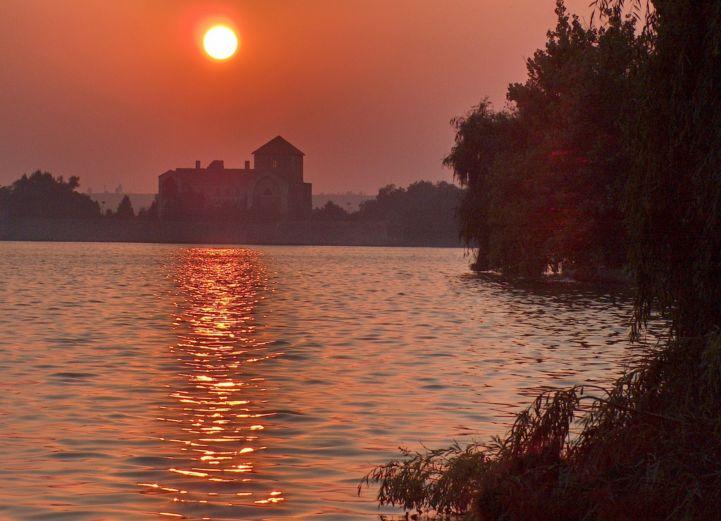 Öreg-tó naplementében
