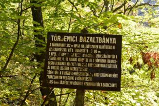 az 1964-ben bezárt tördemici bazaltbánya táblája
