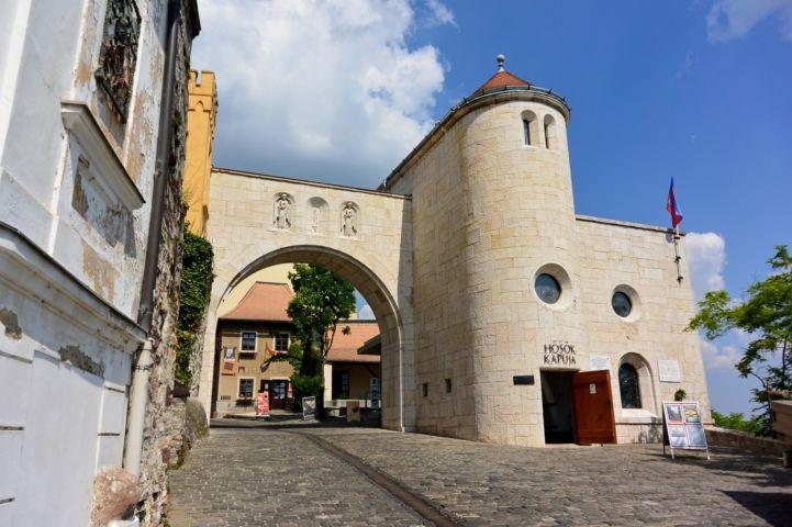 Hősök kapuja - a vár bejárata