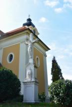 kőkereszt a Szent Kereszt felmagasztalása templom mellett