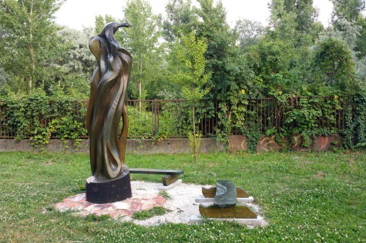 szobor a kis öböl mellett