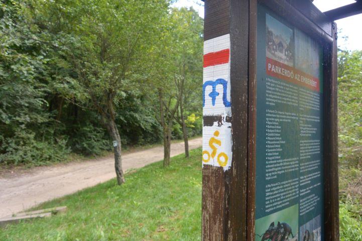 tájékoztató tábla a Kamaraerdőben