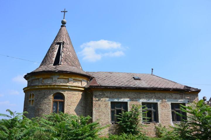 régi iskolakápolna Csikéria közelében