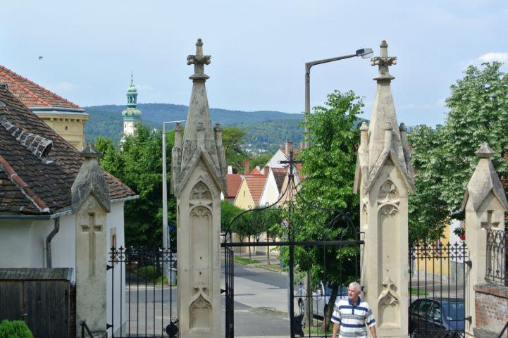 kilátás a Szent Mihály főangyal-templom elől