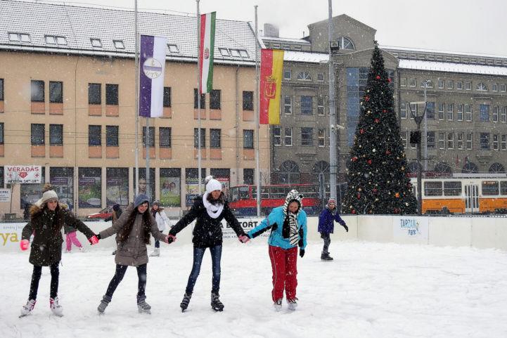 hóesésben is korcsolyázhatunk az Újpesti jégpályán