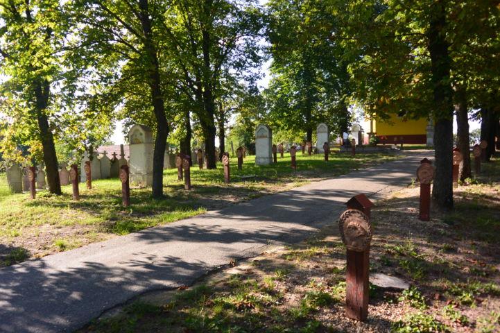 Hősök ligete és kálvária a temetőben