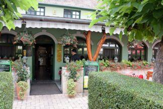 Zöld elefánt étterem bejárata