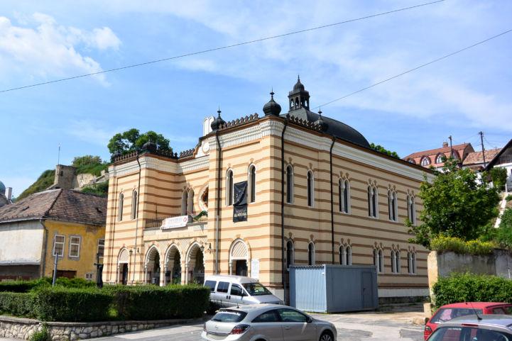 az egykori zsinagóga, ma Művelődés Háza
