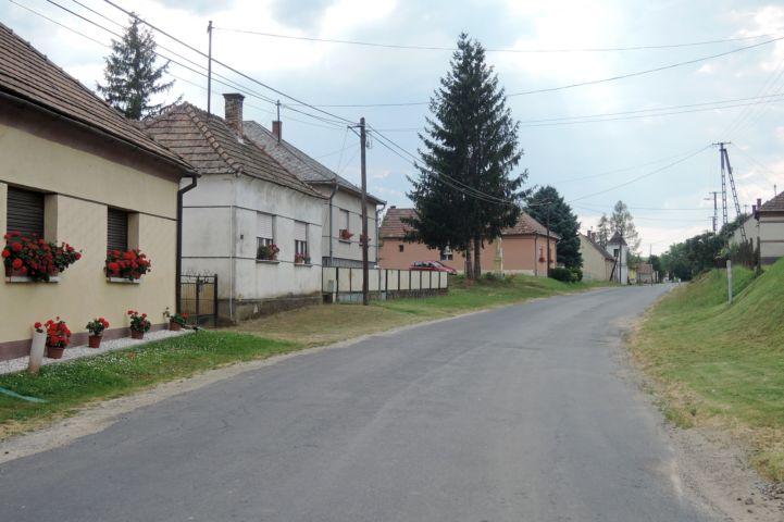 dömeföldi utcakép