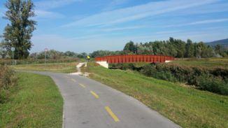 új építésű fahíd  az Által-ér völgyi kerékpárúton