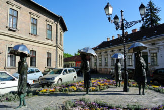 statue by Varga Imre