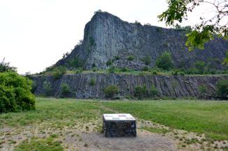 az egykori bazaltbánya a Hegyestű Geológiai Bemutatóhelyen - a hegy északi oldala