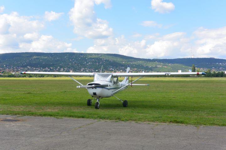 kisgép a Budaörsi repülőtéren