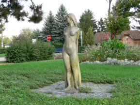 Tó tündére szobor