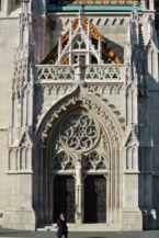 a Mátyás-templom oldalsó kapuja