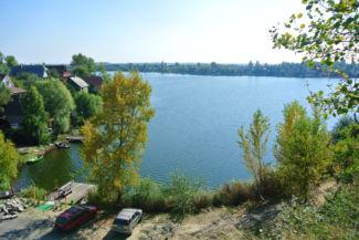 kilátás a Kavicsos-tó félszigetének legmagasabb pontjáról