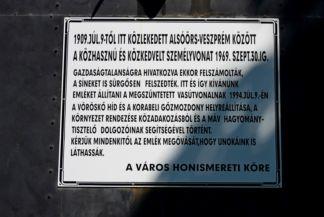 1969-ig közlekedett ez a gőzmozdony  Alsóörs és Veszprém között feliratos tábla