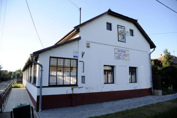 faluház és népviseletbe öltöztetett babák múzeuma