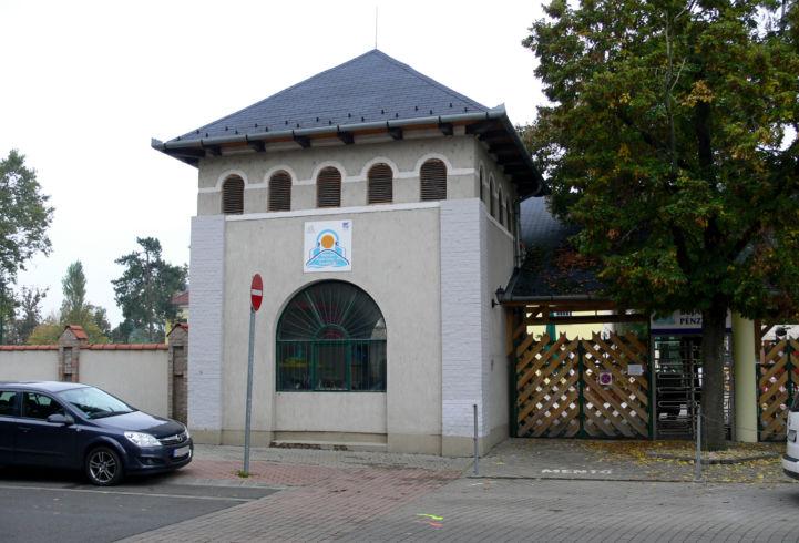 Árpád Gyógy- és Strandfürdő bejárata