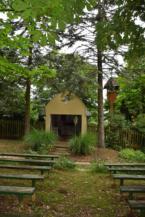 Háromszenteki kápolna a pákai szőlőhegyen