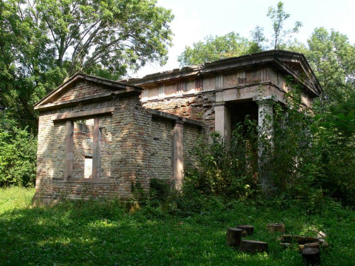 Nagy Károly-mauzóleum romjai